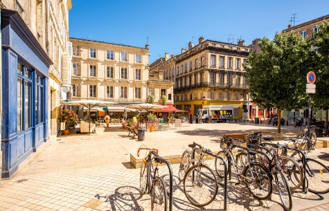 BORDEAUX, AN UNEQUALLED ART OF FINE LIVING FOR STUDENTS