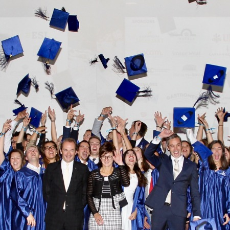 The graduating class of 2019 in its full glory! - Vatel