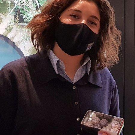 Julie Callet (Promo 2020) : Lancement de son 'Entre Coeur Chocolat' une parfaite alliance vin & chocolat - Vatel