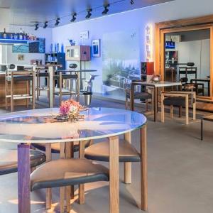 Vatel Switzerland Entrepreneurial students : design serving hospitality