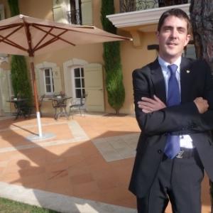 Anthony Torkington, directeur du Saint- James Bouliac partage son expérience avec les étudiants du MBA International - Vatel