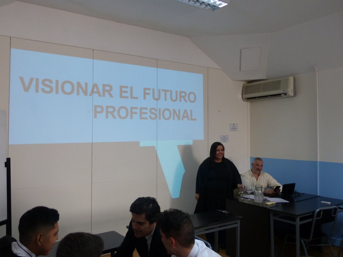 """Charla motivacional """"Visionar tu futuro profesional"""" y presentación MBA"""