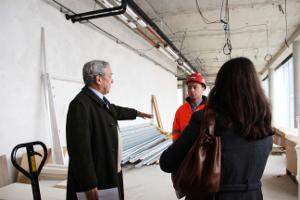 Monsieur Glorieux (à gauche) lors de la visite du chantier le 15 février dernier